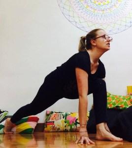 posizione yoga equestre