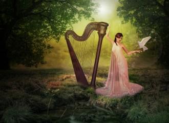 donna con arpa nel bosco