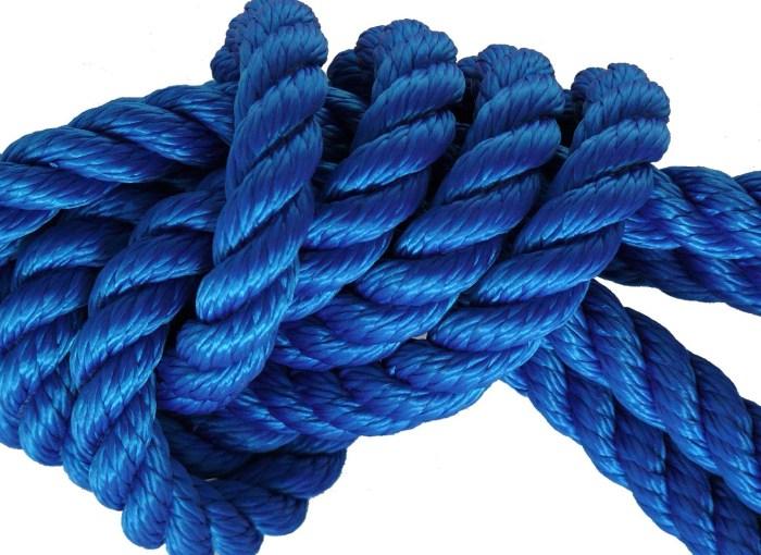 corda blu su sfondo bianco in un nodo blu contro il bullismo