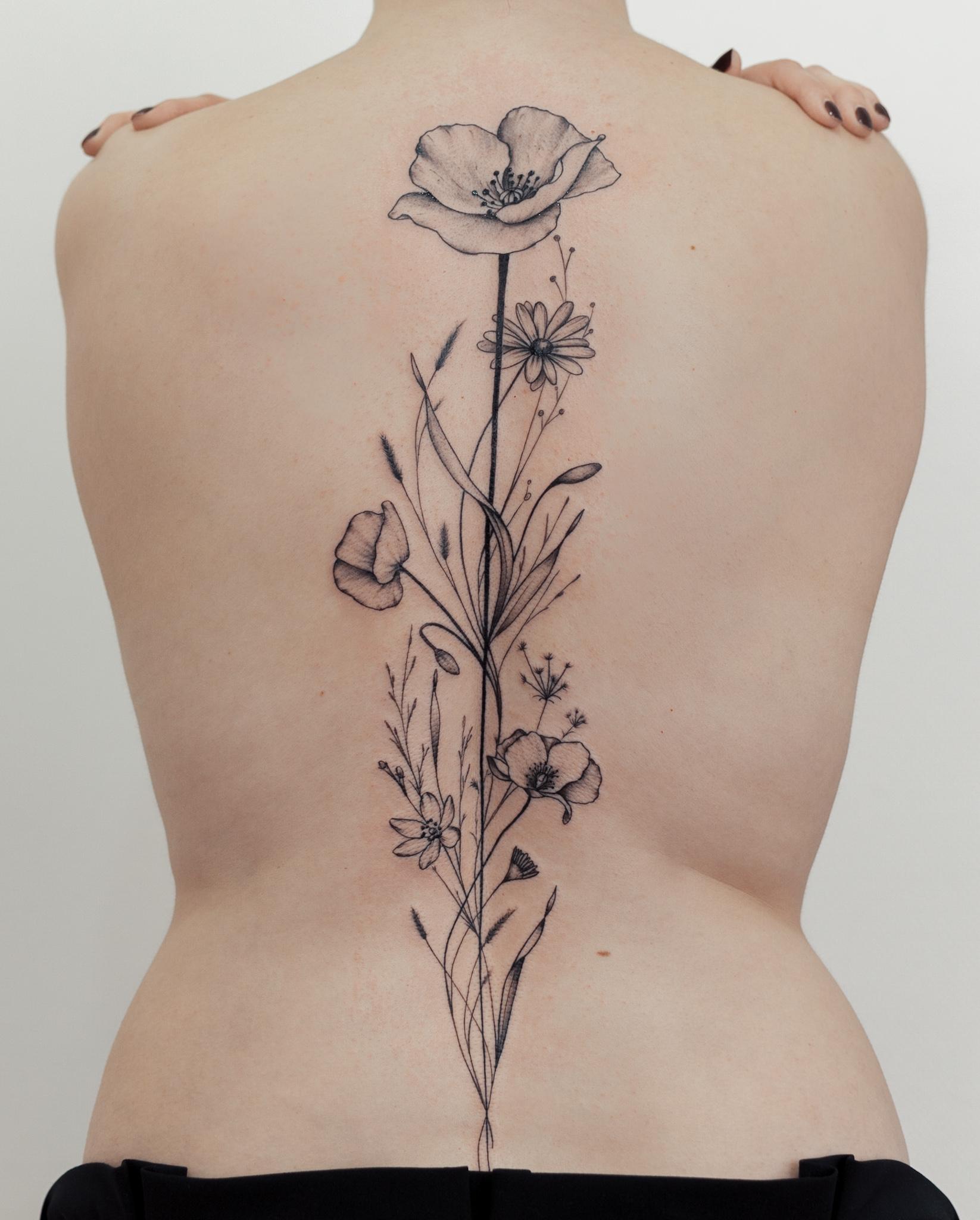 tatouage-dos-femme-fleurs-toulouse