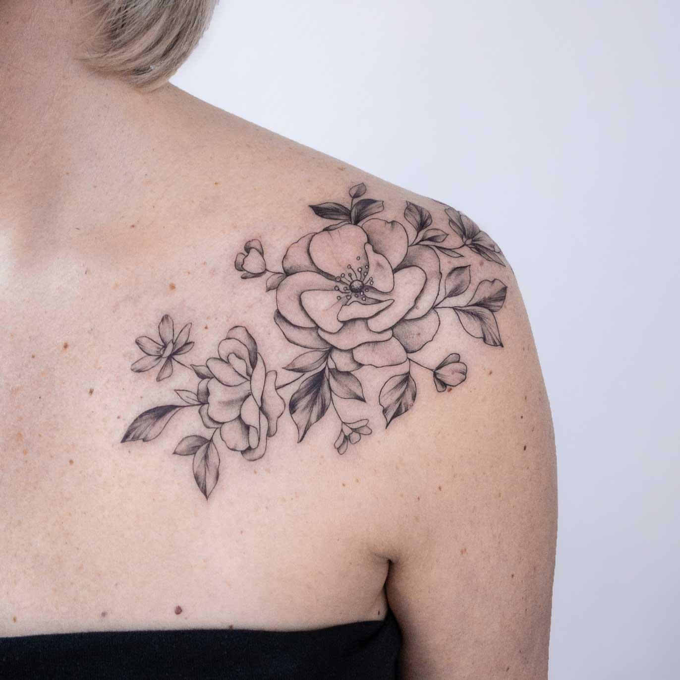 tatouage-épaule-fleur