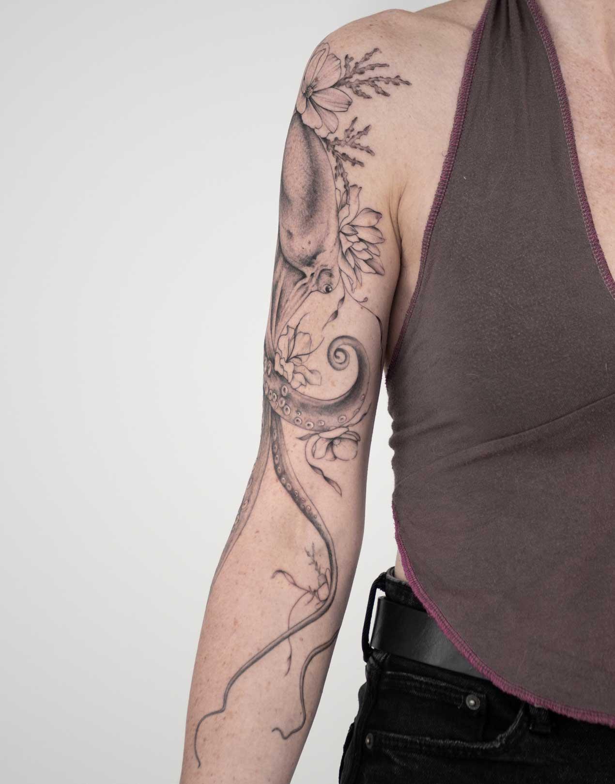 tatouage-floral-bordeaux
