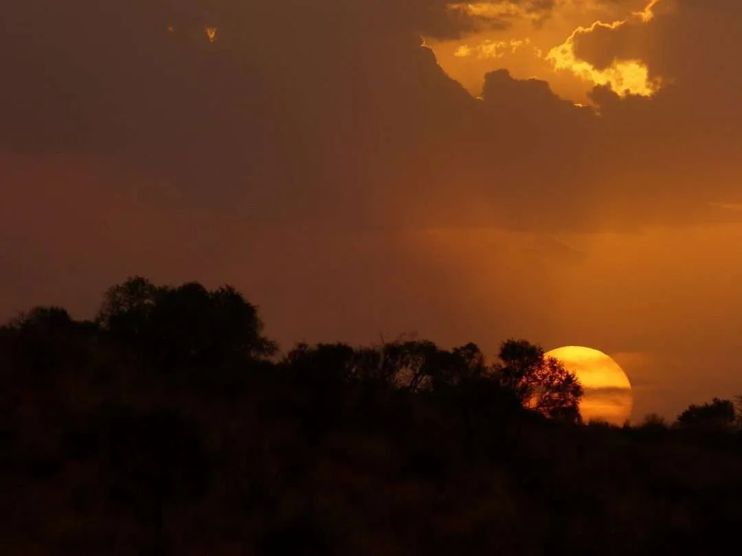 An outback sunset symbolising the word Tjindu meaning