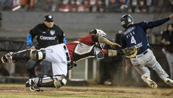 Los Toros de Tijuana no pudieron descifrar la serpentina de Felipe González  y cayeron 10-1 ante Sultanes de Monterrey 5a0a9351c51