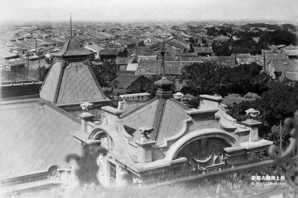 日本時代的鹿港街景黑白老照片,很多房子
