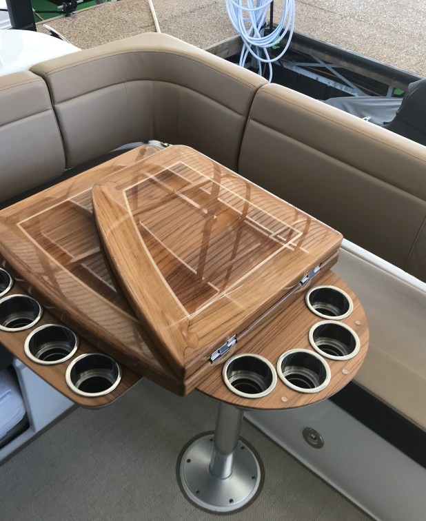 Table leaf flips up to reveal an additional 4 cup holders