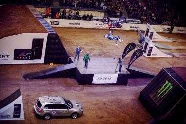 Sony Xperia Freestyle X-Night v Steel Aréne