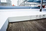 Ako riešenie strechy projektant zvolil termoplastické polyolefínové fólie, ktoré sa vyznačujú vysokou kvalitou, dlhou životnosťou iodolnosťou a rozmerovo stálymi vlastnosťami.