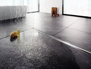 Sprchy v úrovni podlahy sú pohľadné vkaždom dome či domácnosti. Individuálne designové riešenia sprchových odtokov, ktoré ponúka spoločnosť Viega vrámci programu Advantix, sú nielen pohľadné, ale tiež účelné.