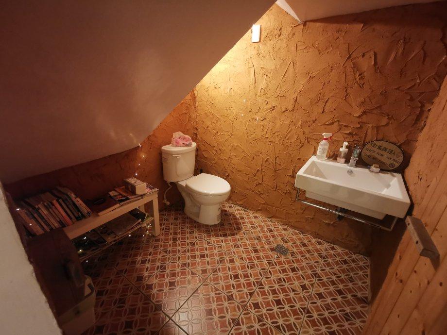 踢生活背包客棧廁所