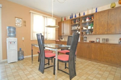 the kitchenette before renos