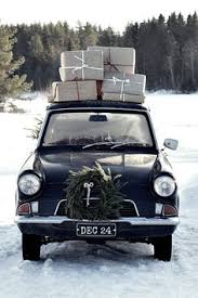 vehicle-with-gifts-on-top