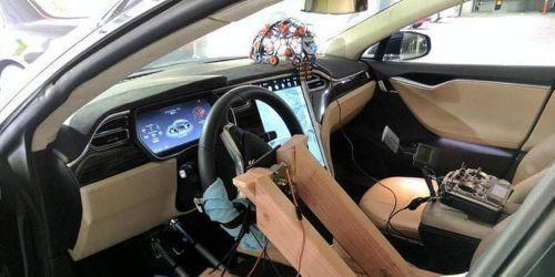 автомобіль Tesla