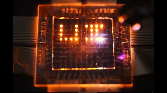 """""""Двонаправлені"""" світлодіоди перетворять екрани смартфонів у зарядні пристрої"""