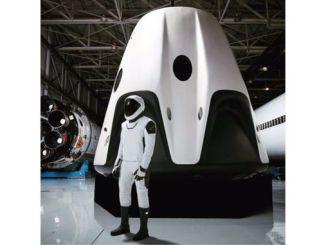 Компанія SpaceX демонструє повний варіант скафандра для екіпажу космічного корабля Crew Dragon