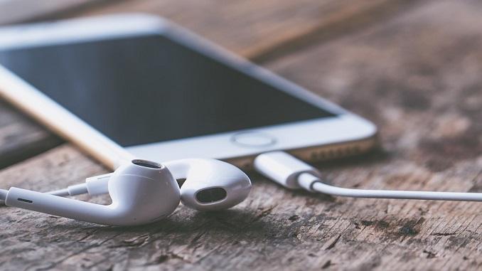 Як правильно почистити навушники?