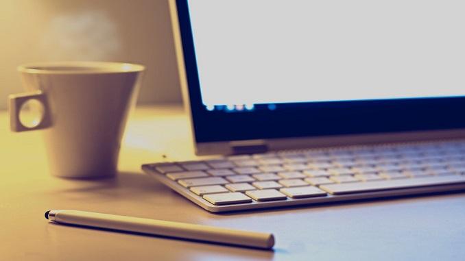 ТОП 15 сайтів України за минулий місяць ноутбук чай кава