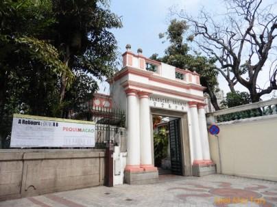 澳門「東方基金會會址」入口門面便可以感受到葡式建築風情