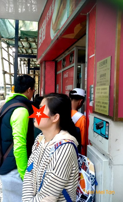 Street Food at the Historic Center of Macao-Victory Tea Restaurant-People in line-20180210