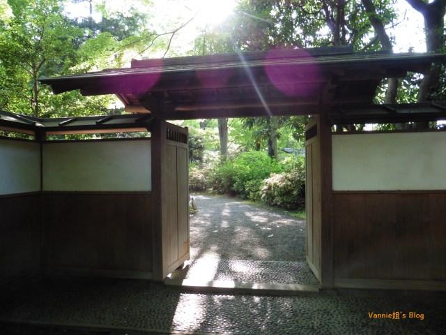 tokyo-rikugien-door inside
