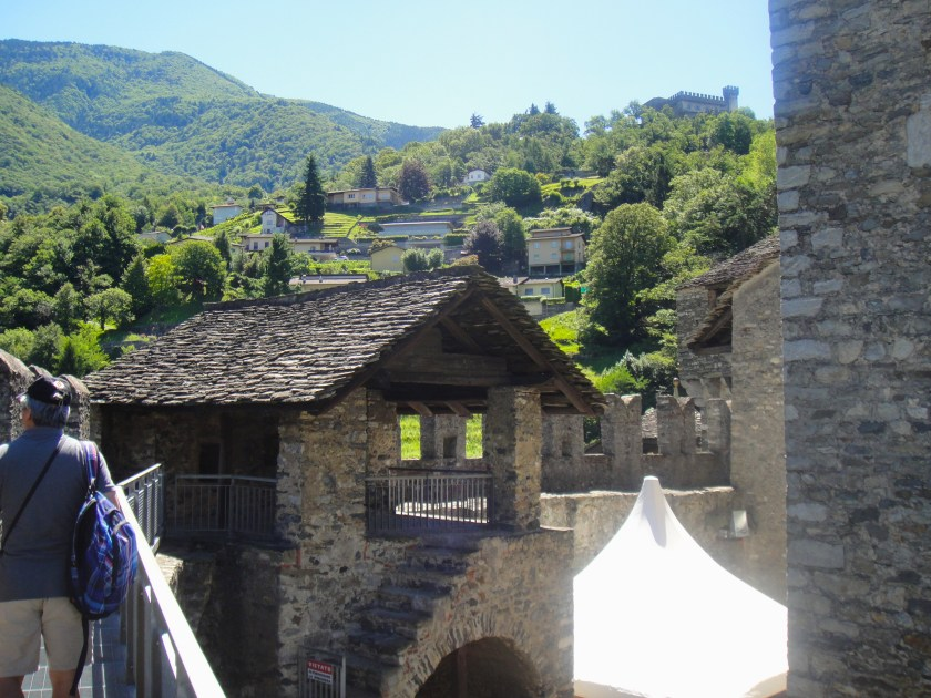 貝林佐納 Castle Montebello