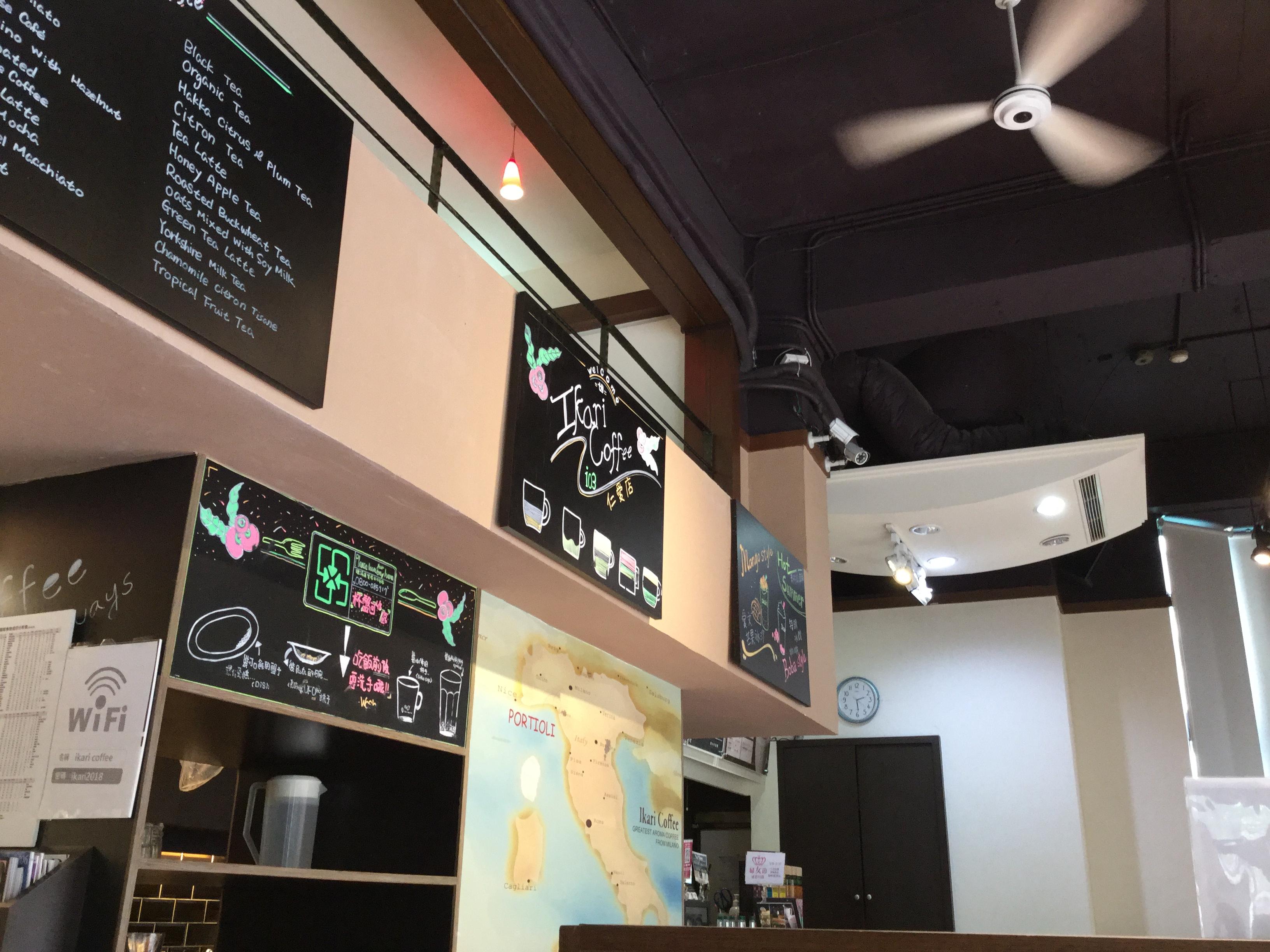 上班日白天的咖啡店裡,理專 、 大老闆、我和 AT&T