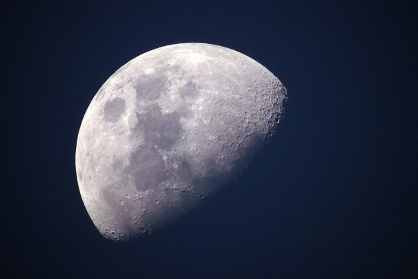 NASA to Collaborate with US Companies to Explore Moon