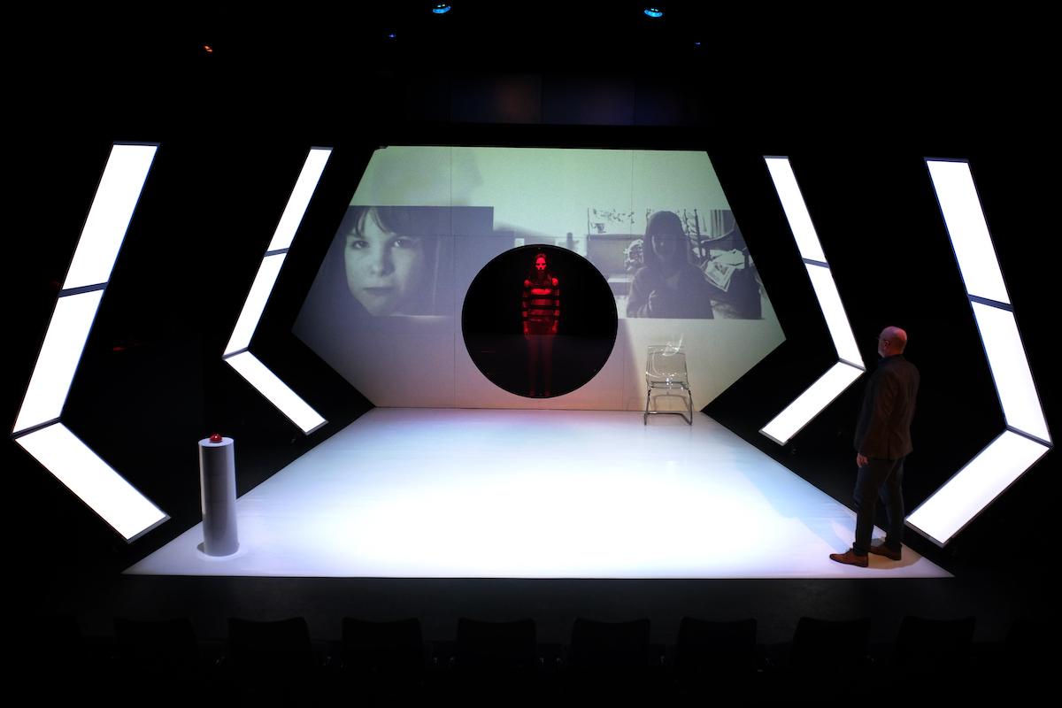 Mindlab-27_TheaterMakers Radio Kootwijk_Sophie Schut en Pieter van der Sman (c)Bart Verhoeven
