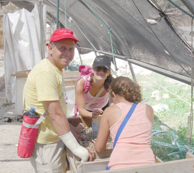 MK Eitan Kabel and his family participating in the SiftingProject