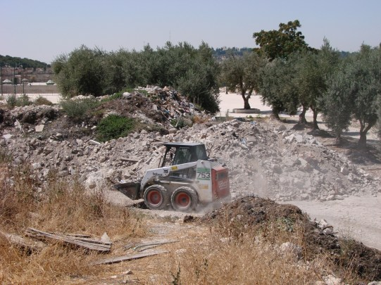 Fig 9. A tractor carrying out earthworks in the debris heaps without having them first examined by an archaeologist. (photo: Zachi Dvira)