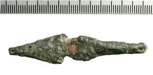 """ראש חץ נדיר שמקבילות מדוייקות לו נמצאו באתרים אחרים בשכבות מהמאה הי' לפנה""""ס."""