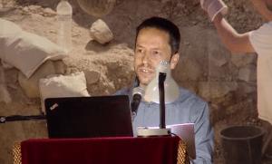 הרצאה של צחי דבירה בכנס מחקרי עיר דוד וירושלים הקדומה על העדויות הארכיאולוגיות כנגד מגמת הכחשת המקדש.