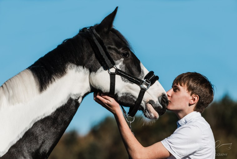 bond with horse