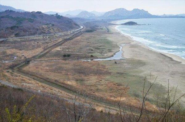 Граница между Южной Кореей и КНДР (21 фото)