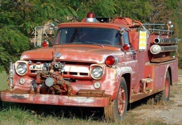 Старые пожарные машины (21 фото)