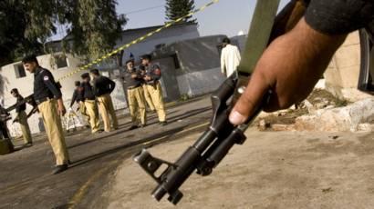 ڈی آئی خان میں معطل پولیس اہلکار کی ایس ایچ او کی گاڑی پر حملہ، ایک اہلکار زخمی
