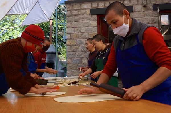 making Tibetan khapse