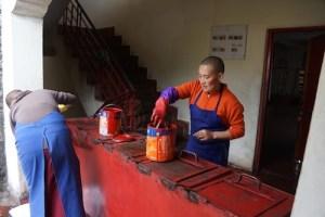 Dolma-Ling-nuns-painting