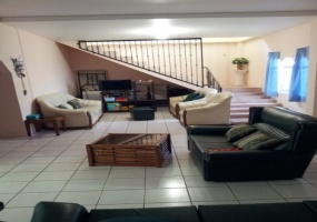 arima house for sale living room