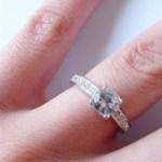 プロポーズはどうやってする?場所・言葉・婚約指輪について