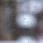 フロントガラスにひびが入ったので交換。クールベールをつけました。暑さとUVカットに期待!