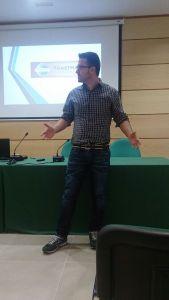 Teo participando en la sesión de Toastmasters Málaga