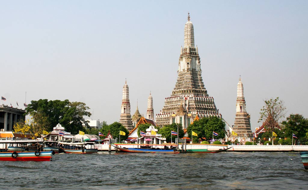 Wat Arun - seen from Chao Phraya River, Bangkok