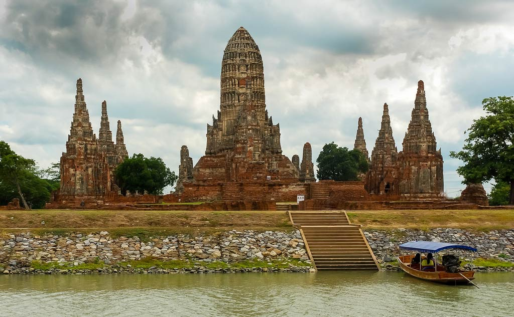 Best Ayutthaya Temples. Photo of Wat Phra Si Sanphet on the banks of Chao Phraya River