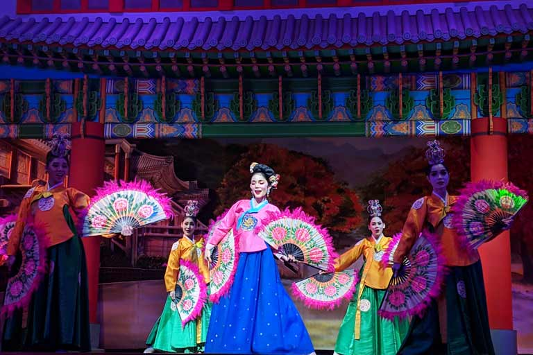 Chinese dance at Alcazar Cabaret Show