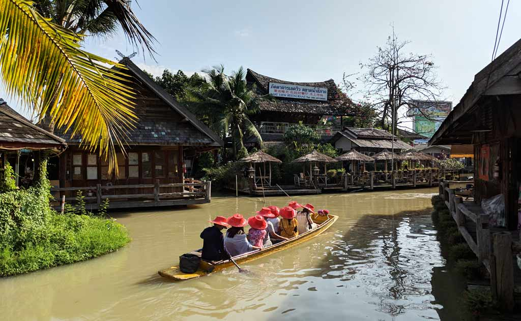 Viewing Pattaya Floating Market on boat