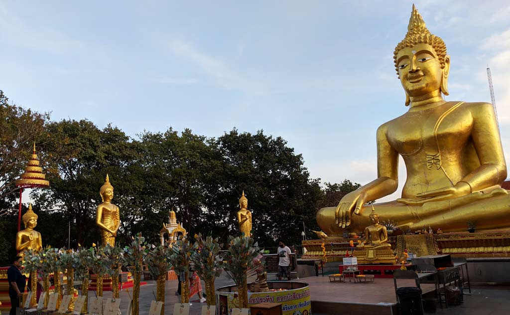 Buddha statues in Wat Phra Yai Pattaya