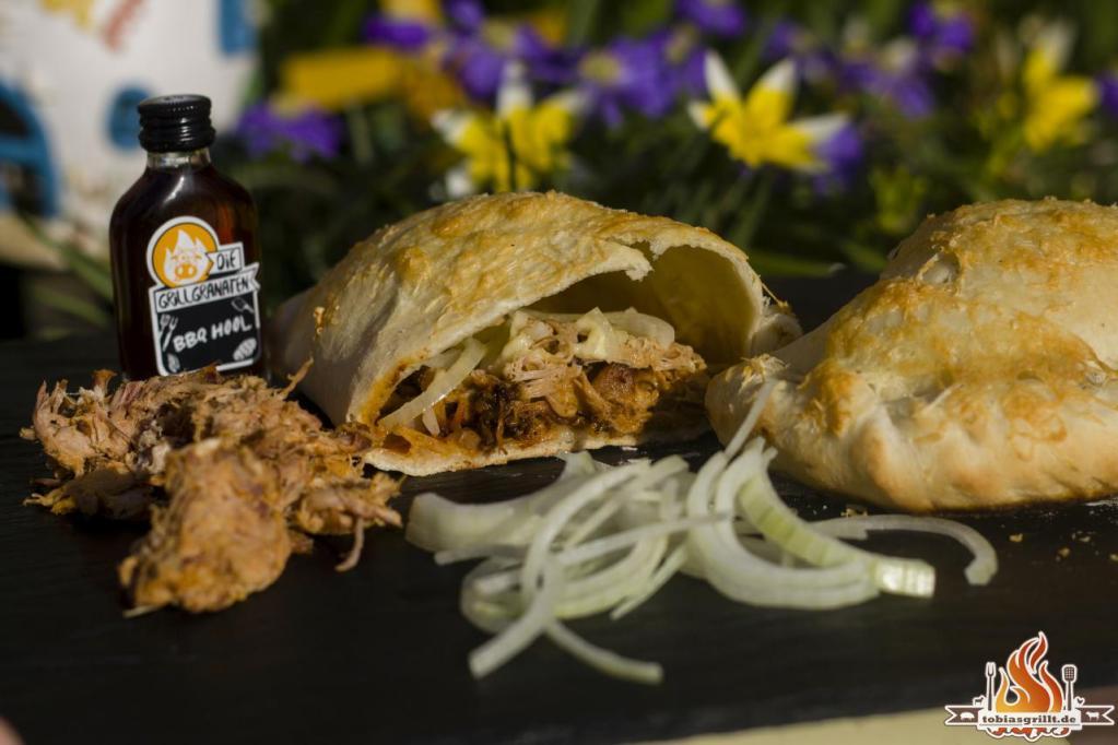 Pulled Pork Gasgrill Weber : Die perfekte pulled pork calzone vom weber holzkohle kugelgrill