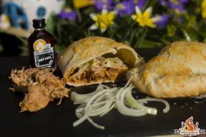 Die perfekte Pulled Pork Calzone vom Weber Holzkohle Kugelgrill