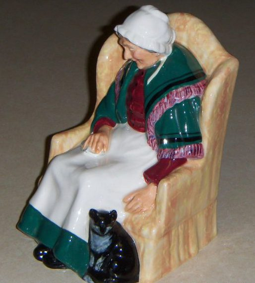 forty-winks-royal-doulton-hn-1974-old-woman-with-cat